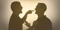 رجلان غاضبان