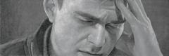 Ένας άντρας που βρίσκεται σε απελπισία και σκέφτεται την αυτοκτονία