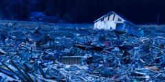 Рушевине након земљотреса и цунамија