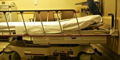 Bolnišnična postelja