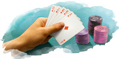 카드를 들고 있는 손과 그 옆에 도박 게임 칩들이 있는 그림