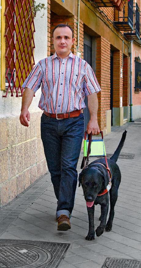 มาร์โค อันโตนโยกับดันเต้สุนัขนำทางของเขา
