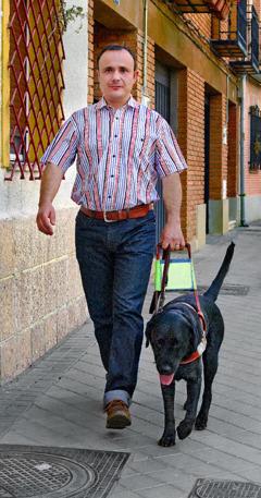 Marco Antonio e Dante, il suo cane guida