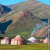 キルギスのタシュラバット渓谷のユルト