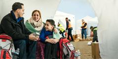 عائلة تحافظ على روتينها اليومي بعد الكارثة