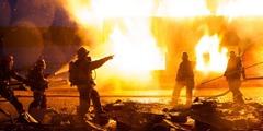Пожежники гасять вогонь