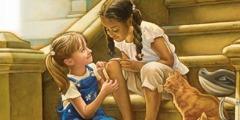 En pige hjælper en pige der har en anden hudfarve, med at sætte et plaster på knæet