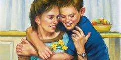 Chlapec objíma svoju mamu a dáva jej kvety