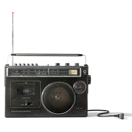 Aparato de radio desconectado y sin pilas