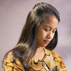 Seorang wanita berdoa