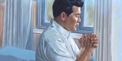 1人の男性が祈っている