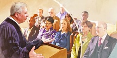 Duchovní při kázání v kostele