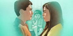 父親と母親が険しい表情で向き合っているのを,男の子が見ている