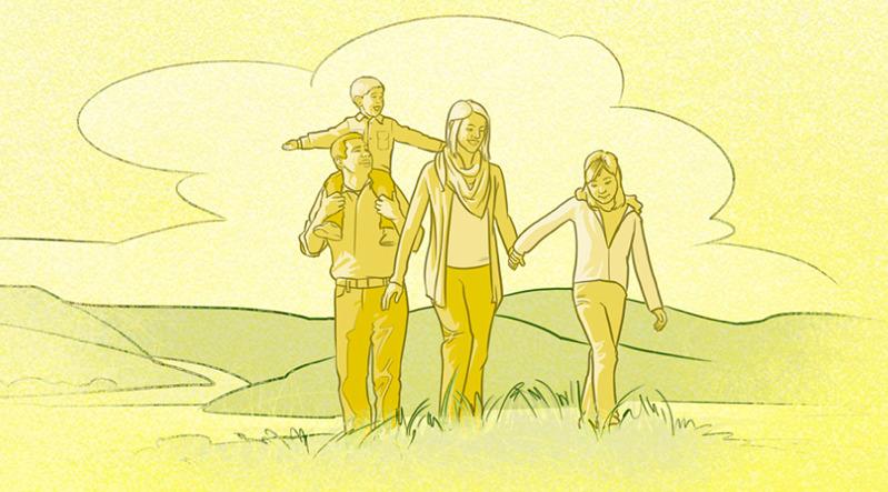 Una familia feliz paseando al aire libre