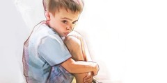 एक छोटा-सा लड़का अकेला महसूस कर रहा है और उसे डर लग रहा है