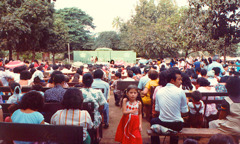 An outdoor convention of Jehovah's Witnesses in Nicaragua around 1953