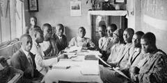 Pakumpulan ibadah Siswa-Siswa Alkitab ing Ghana taun 1931