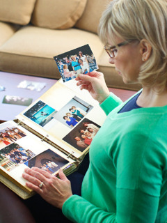 A Christian sister reminisces on her previous service to Jehovah as she looks through a photo album