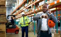 Ein Arbeitnehmer fühlt sich von seinem Vorgesetzten unter Druck gesetzt