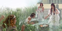 ابنة فرعون تجد الطفل موسى فيما مريم تقف في مكان قريب لترى ما سيحدث