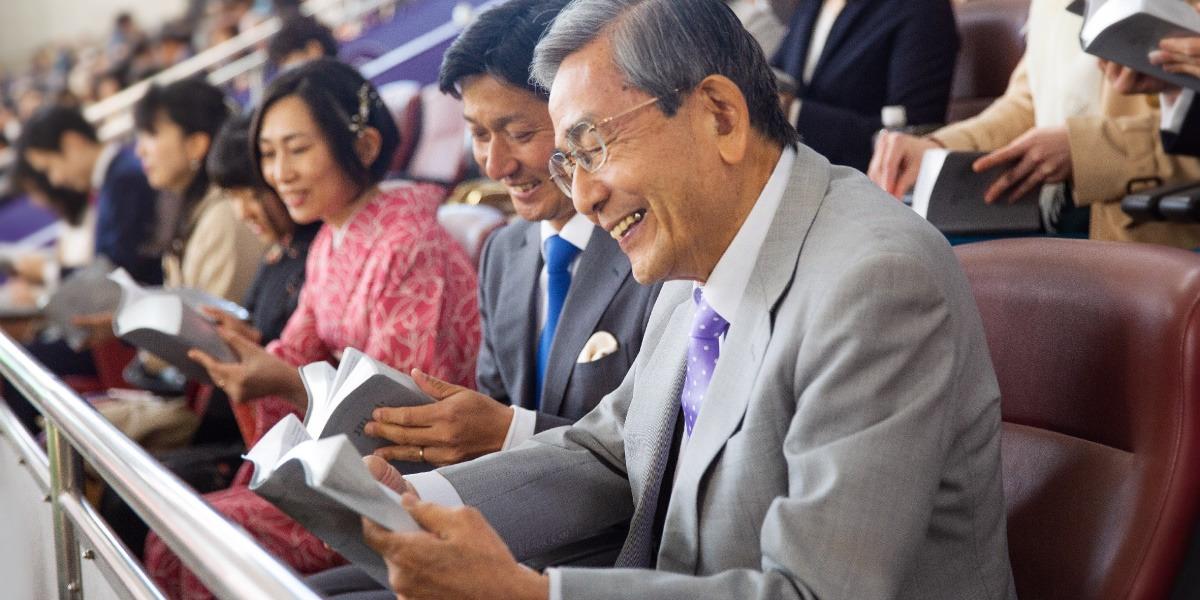 証人 エホバ 日本 の 「エホバの証人」元信者の告白…宗教の勧誘、実はこんな人たちをターゲットにしている【2020年ベスト記事】(佐藤 典雅)