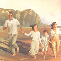 Τα μέλη μιας οικογένειας κρατιούνται χαρούμενα χέρι χέρι και τρέχουν μαζί στην ακρογιαλιά