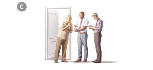 C. Sama vanhin kertoo hyvää uutista ovella tapaamalleen miehelle.