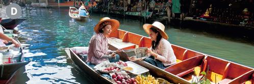 D. Jehovan todistaja saarnaamassa naiselle kelluvalla torilla Thaimaassa.
