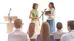 Kaksi Jehovan todistajaa havainnollistaa seurakunnan kokouksessa, miten hyvää uutista voi kertoa.