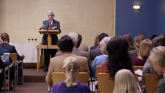 Una escena del video 'Recordemos la muerte de Jesús'. Testigos de Jehová celebrando la Cena del Señor.