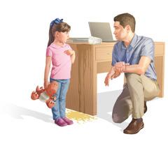 Una niña hablando con su papá, quien se arrodilló para ponerse a su altura. Unvaso de jugo se ha derramado por un lado del escritorio.