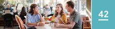 Lección 42. Una hermana soltera y un matrimonio conversando tranquilamente en una cafetería.