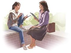 Nainen tutkii Raamattua Jehovan todistajan kanssa.