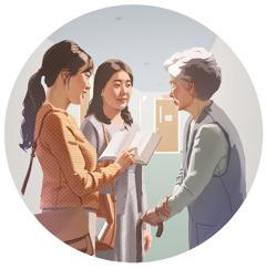 Nainen kertoo hyvää uutista iäkkäälle rouvalle. Naisen raamattukurssiopettaja on hänen kanssaan.