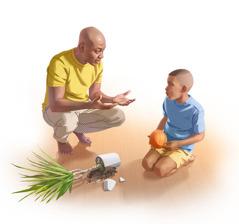 Isä on kyykistynyt puhumaan pojalleen, jolla on kädessään pallo. Lattialla on rikkinäinen kukkaruukku.