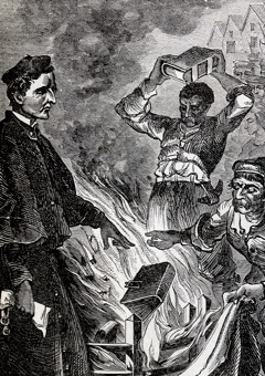 Люди сжигают Библии