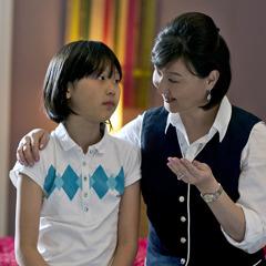 Μητέρα συζητάει με την κόρη της
