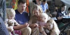 Сім'я молиться