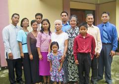 Marieta tillsammans med släktingar