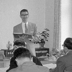Ramon undervisar i Skolan i Rikets tjänst