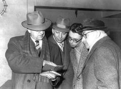 Ο αδελφός Φροστ και άλλοι με τον αδελφό Νορ