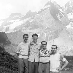 Fyra vänner på semester i Schweiz