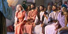 Мария сидит со своими сыновьями на христианской встрече; один из них дает комментарий