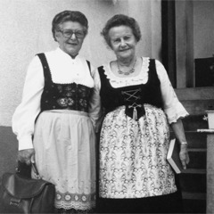 Ilse Unterdörfer and Elfriede Löhr
