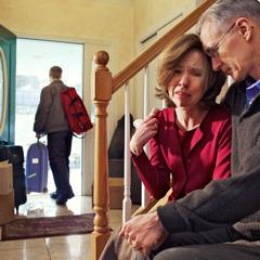 Ընկերակցությունից զրկված որդին լքում է տունը, իսկ նրա ծնողները մխիթարում են իրար