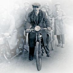 Colportores en bicicletas y motocicletas