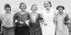 Cinq pionnières anglaises ayant assisté à l'assemblée de 1931 tenue en France, à Paris