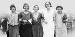Πέντε Αγγλίδες σκαπάνισσες που παρακολούθησαν τη συνέλευση στο Παρίσι το 1931