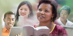 Watu wanasoma Biblia kupitia nakala iliyochapishwa na katika vifaa vya kielektroniki