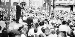 Ο αδελφός Ρόδερφορντ μιλάει στη συνέλευση του 1919 στο Σίνταρ Πόιντ του Οχάιο, στις ΗΠΑ